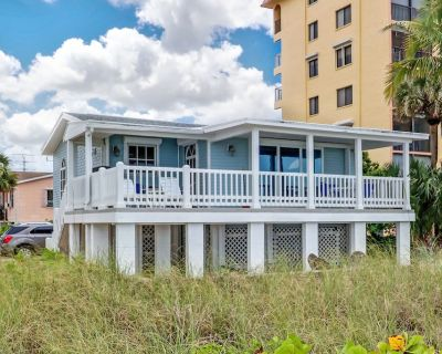 New to Market! Classic Beachfront Cottage, Walk to Restaurants, Entertainment, Shopping! - Fort Myers Beach