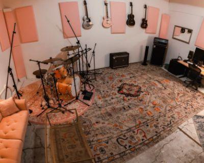 Vibey Chinatown Recording Studio, Los Angeles, CA