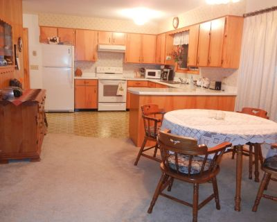 Three bedroom fully furnished home in small-town Northeast Iowa - Alta Vista