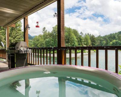 Romantic Riverfront Property by Stevens Pass & Pet Friendly - Gold Bar