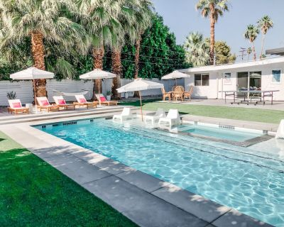 Boho House Palm Springs - 4BR Midcentury Beauty!! Stunning private pool and yard - Palm Springs