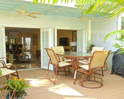 Starfish - Sunny Townhome in Quiet Truman Annex TWO Blocks From Duval ST - Old Town Key West