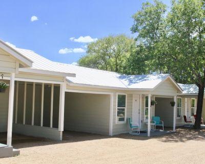 River Trail Cottages-Motor Court 4 - Kerrville