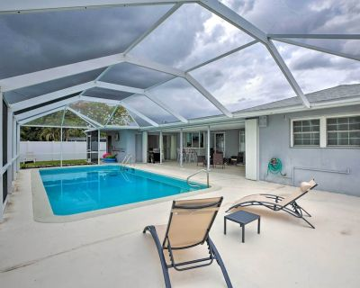 New! Cozy Home w/ Private Yard, 1 Block to Canal! - Yacht Club