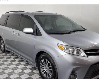 2018 Toyota Sienna XLE