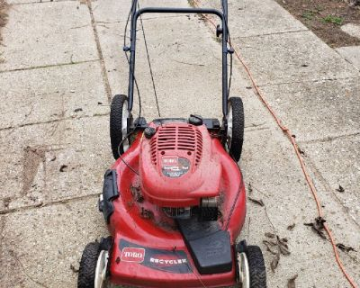 """Toro Recycler Lawn Mower 22"""" almost brand new"""