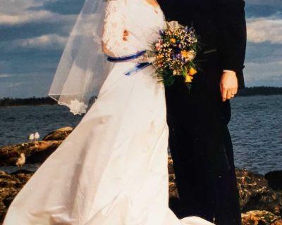 Vintage wedding dress with veil size 10/12
