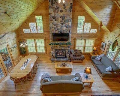 Log Cabin Lodge by Devil's Lake State Park, Downhill Skiing, Cascade Mtn, Dells - Baraboo