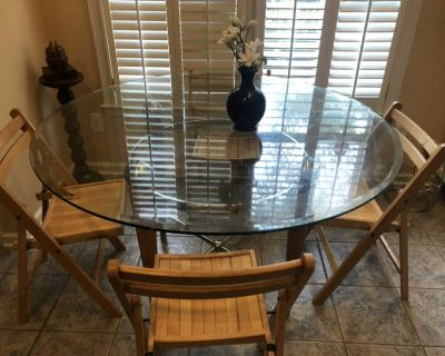 Round dining/kitchen table with 4 foldable chairs