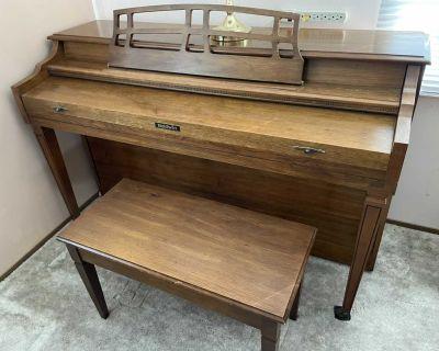 EUC Baldwin piano