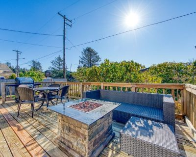 Lovely dog-friendly house w/ firepit and private gas grill - walk to the beach! - Manzanita