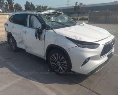 Salvage White 2020 Toyota Highlander