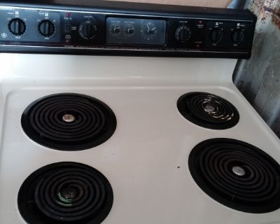 GE Stove - Works - good condition