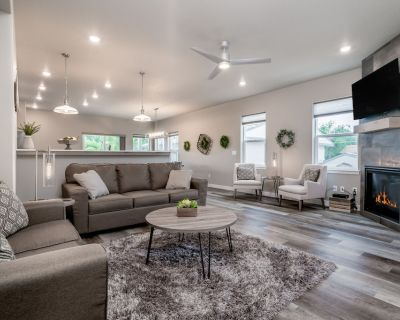 New Modern Duplex Close to All of the Attractions - Old Colorado City