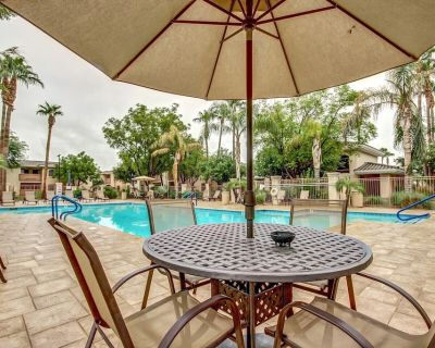 NEW! Ground Floor! Heated Pool! Hot Tub! Gas grills! NFL & Spring Training close - Maryvale Village