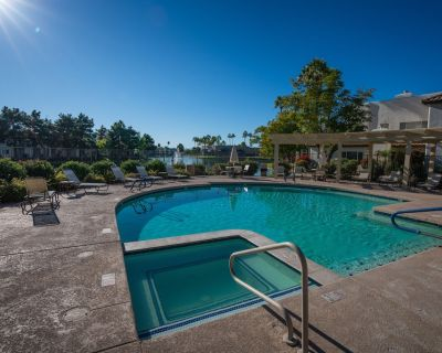 2 Bedroom & Bath condo! 2 Heated pools! Waterfront Community with walking paths! - Chandler