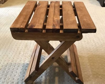 Wooden side table GUC