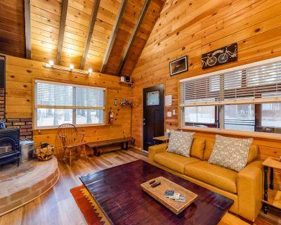 Ideally Located Cabin Near Skiing & Hiking w/ Wood Stove & Full Kitchen! - Moonridge