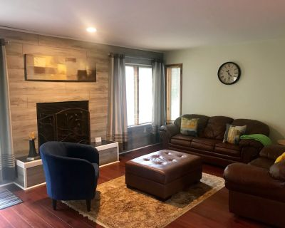 All Seasons, Adventure and Quiet; All Here. Jacuzzi, River, Hiking & Biking - East Stroudsburg