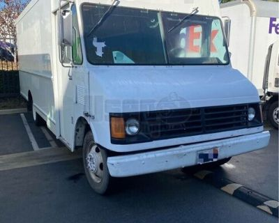 Ready to be Transformed 2004 Chevrolet Workhorse Empty Step Van