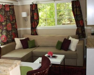 LIVE OR JUST WORK! Cozy 1 BR house on a creek: GB WIFI, DISH, W/D - Country Club