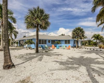 Open and airy, tastefully decorated, pet friendly for dogs, and proximity to the beach best describes these two duplexes rented together. - Mid Island