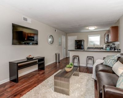 City Center | King Bed | Fast WiFi | in unit w/d - Loring Heights