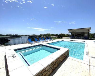 Possum Kingdom Lakefront Oasis, Harborview Condo, Pool, Hot Tub, BBQ - Graford