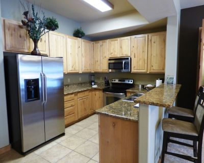 The Wickiup - A 2 Bedroom Condo that Sleeps 6 Right on the River! - Ruidoso