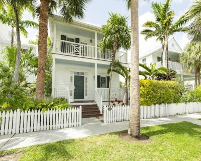 ~ SEA VISTA ~ On the Gulf w/private DOCK, Pet Friendly, Pvt Pool & Parking - Key West
