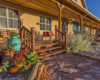 7 BR Villa on 186 acres with an event hall, horses, and wellness center - Las Vegas