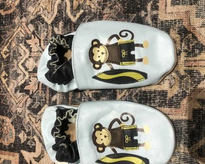 Robeez Soft Soles Indoor Shoes size 5-6 years