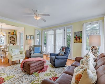 Heated Pool Access | Elevator, Walking Distance to Beach, Restaurants, and Shopping! - Tybee Island