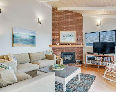 Single floor home w/ ocean views, close to beach - dog friendly & easy access! - Park Hill