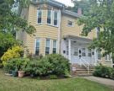 Watertown 1BA, Square - Large 1 Bed with OFFICE - Private
