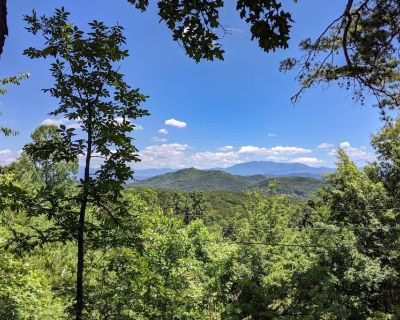 Little Fantasy Hideaway   180-Degree Mountain View   Minutes to Pigeon Forge - Pigeon Forge