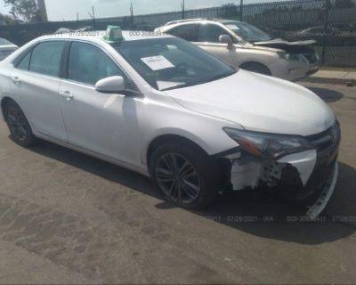 Salvage White 2016 Toyota Camry