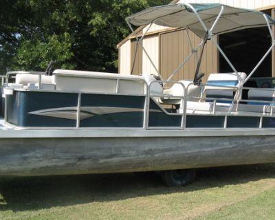 Lowe 24 ft Pontoon Boat