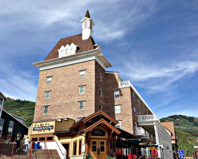 Awesome Ski in/Out, K, 2q,Resort Plaza Pool Hotub Sleeps 7 - Park City