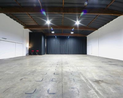 [40% OFF!] 4,000+ sq. ft Production Studio Warehouse w/ High Ceilings and Equipment for Rent, Van Nuys, CA