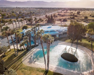 9 Acre Beach Club Estate able to sleep 15+ featuring resort style attractions. - Indio