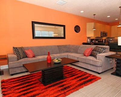 Modern 3 Bed 3 Bath Townhome - Fully equipped home with pool, amenities & more - Four Corners