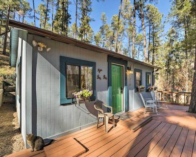 Cozy Ruidoso Cabin w/ Decks - 1 Mile to Downtown! - Ruidoso