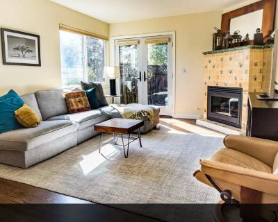 Private room with shared bathroom - Menlo Park , CA 94025