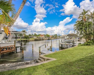 Spacious Mid Island Waterfront Pool Home Just a 2 Minute Walk To the Beach - Mid Island