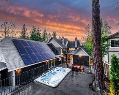 Bears Palace Ultra Luxurious Fox Farm Retreat Hot Tub - Fox Farm