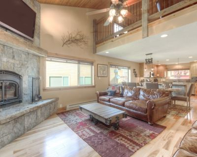 Big Sky Town Center I Mountain View Chalet with Private Hot Tub - Big Sky