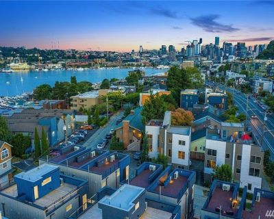 NEW Lake Union Townhouse with Lakeview Rootop Deck - East Queen Anne