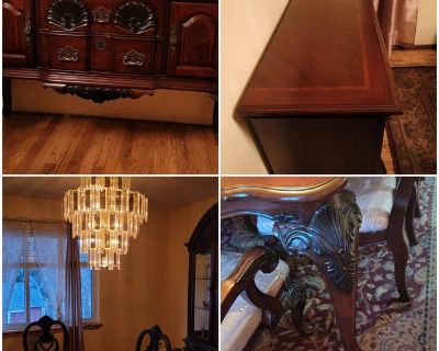 Excellent Condition Formal Dining Room Set / Buffet Server / 2 Piece Lighted Glass China Cabinet...