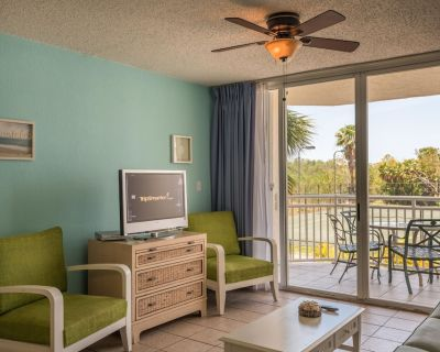 Newly furnished suite w/ shared pool & hot tub, tennis, balcony, parking, dog ok - Key West